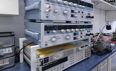 Multímetros, pinzas amperimétricas y osciloscopios